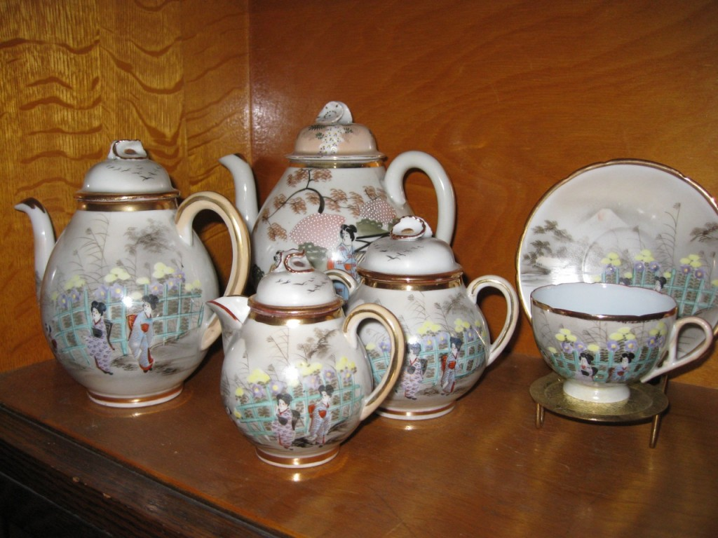 A tea set from Ceylon.
