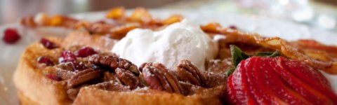 Waffles with pecans and fruit